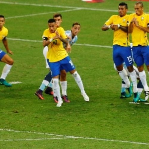 Neymar desencanta contra Messi e Brasil goleia Argentina por 3 a 0