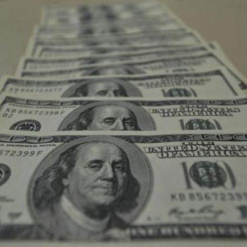 Bolsa cai e dólar sobe no Brasil após eleição de Trump