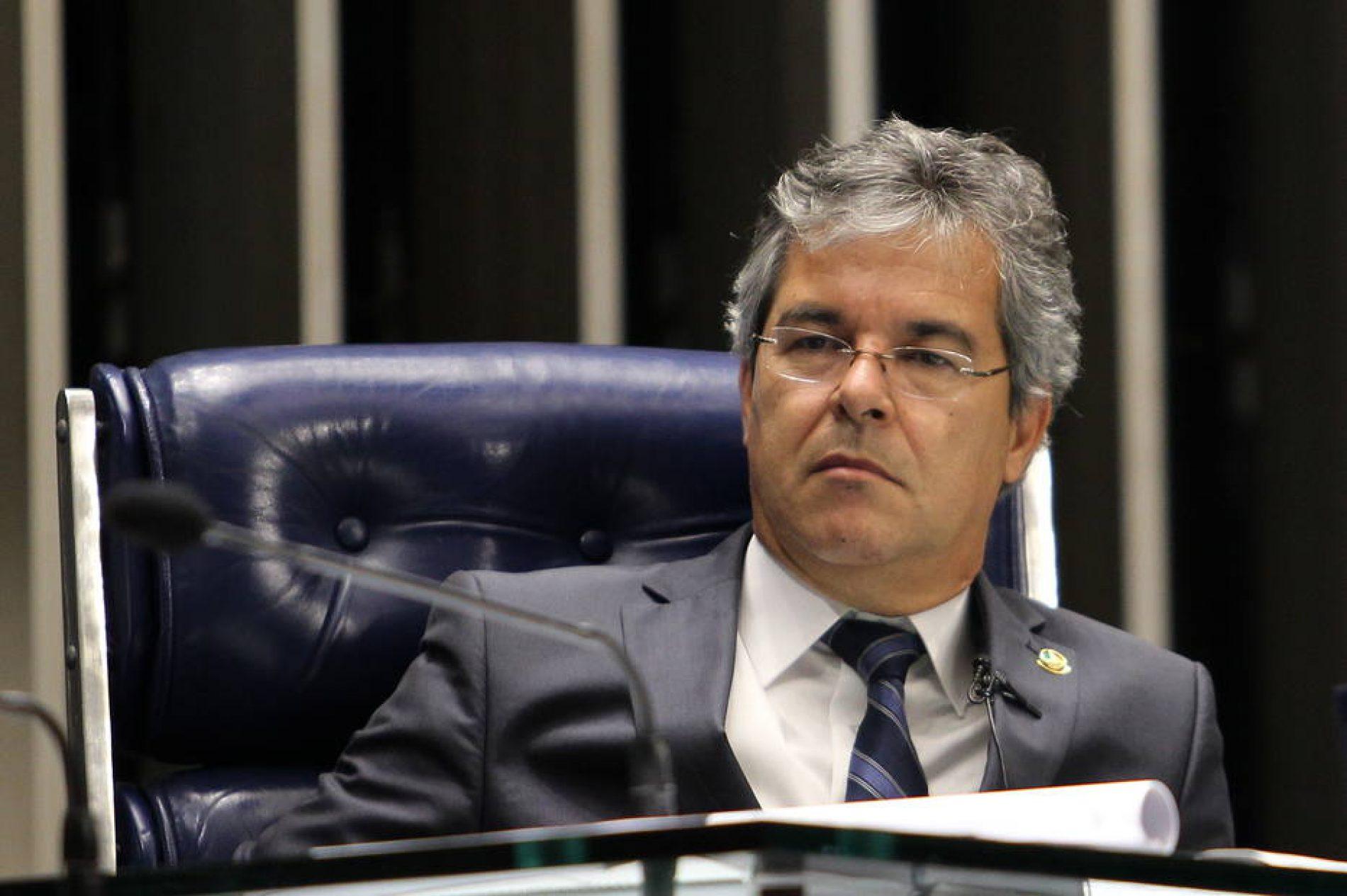 Atuação de Viana a favor de Renan deixa PT 'desapontado'