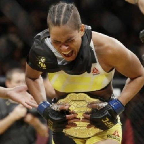 Baiana Amanda Nunes massacra Ronda Rousey e se torna a melhor do mundo