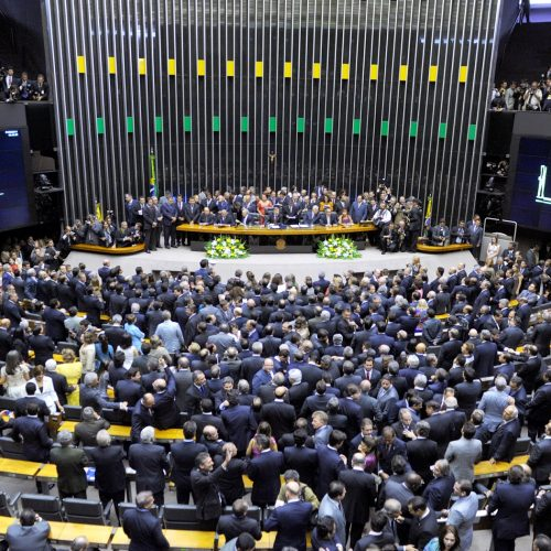 Brasileiros querem redução no número de parlamentares no Senado