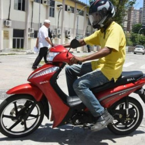 Escola do Detran dobra oferta de vagas para habilitação de 'cinquentinhas'