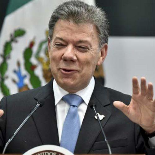 """Guerra """"terminou"""", diz presidente da Colômbia ao receber Nobel da Paz"""