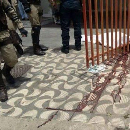 Mulher é morta a tiros na frente da filha de dois anos em Feira