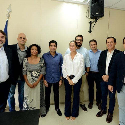 Prefeito discute melhorias para a Barra com comerciantes, empresários e moradores