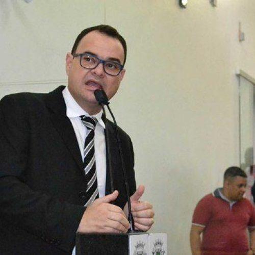 Ronny confirma pré-candidatura à reeleição para presidência da Câmara de Feira