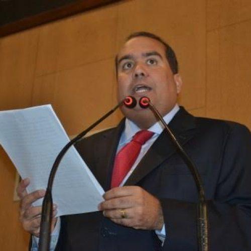 Sandro Régis despede-se da liderança da oposição e ganha reconhecimento pelo trabalho