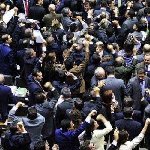 Taxa de adesão a Temer chega a 88% na Câmara
