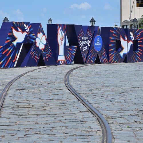 Letreiros de Salvador anunciam chegada de 2017