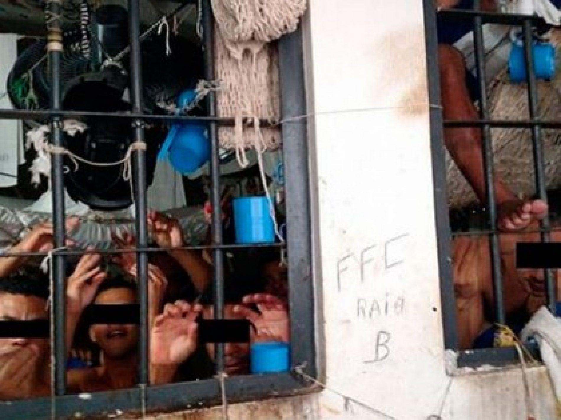 Defensoria pede prisão domiciliar para 180 presos 'empilhados' em Eunápolis