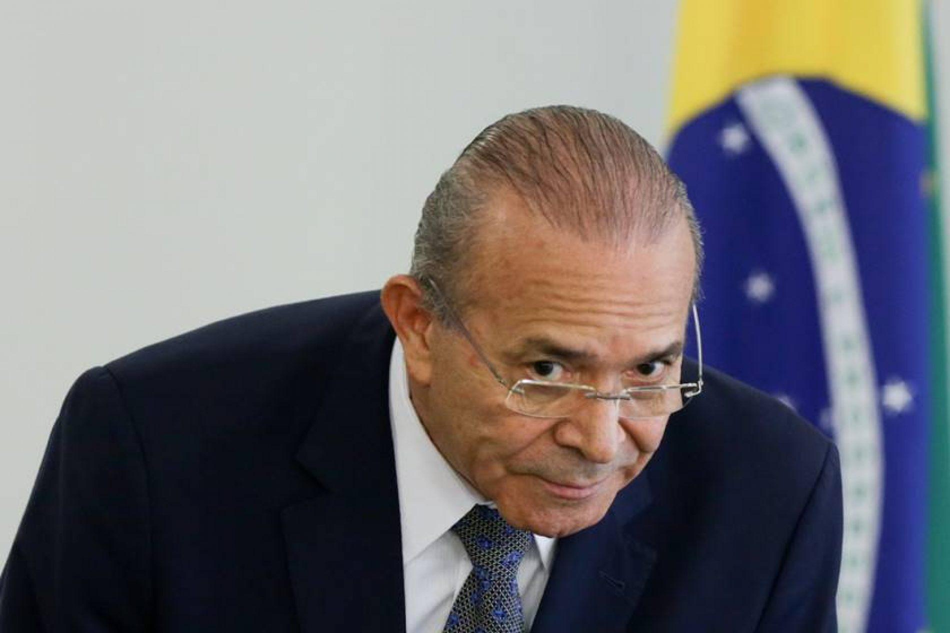 Comissão da Presidência inocenta Padilha da acusação de infração ética