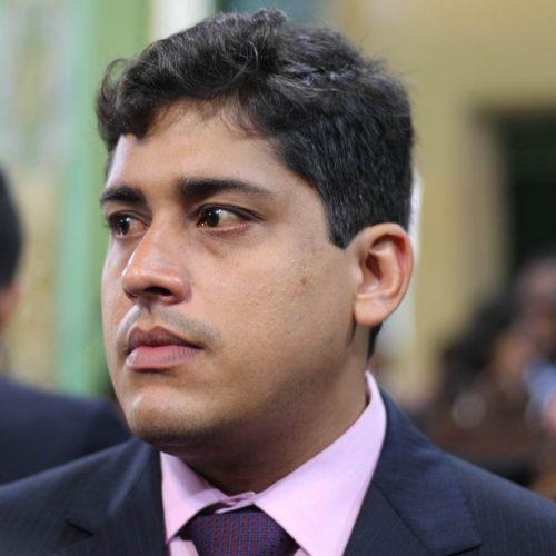Sidninho defende antecipação de lista de material escolar