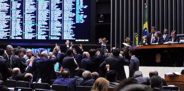Câmara aprova MP que altera regras de renovação de concessões de rádio e TV