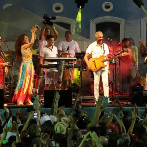 Carnaval do Pelô homenageia Tropicalismo com show de Gil e Capinam