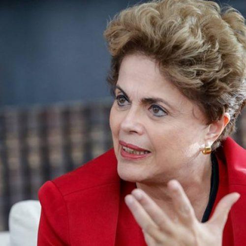 Dilma desembarca em Curitiba para acompanhar depoimento de Lula