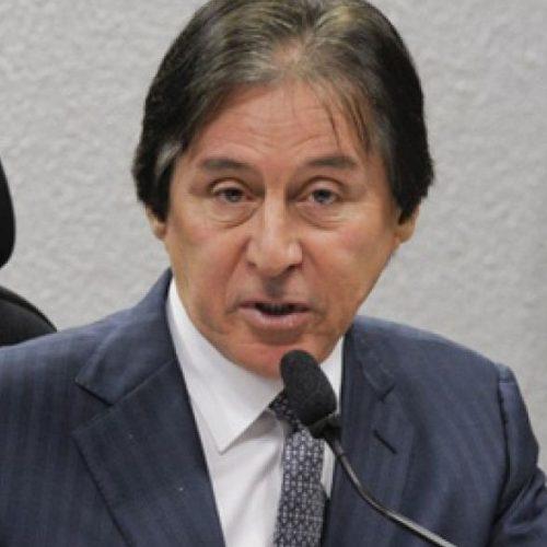 Eunício diz que Renan teve 'grandeza' ao pedir para deixar liderança do PMDB