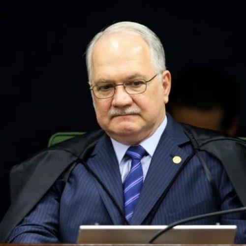 Fachin manda citar Renan por denúncia de propina de R$ 800 mil