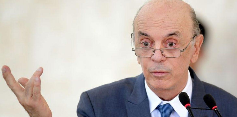 Rodrigo Maia lamenta saída de Serra e espera que Temer escolha nome do PSDB