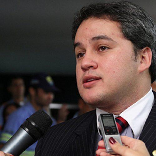 Líder do DEM na Câmara sai em defesa de projeto sobre punição a partidos