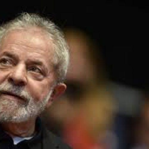 Lula pede que Gilmar Mendes reveja decisão que suspendeu sua posse como ministro