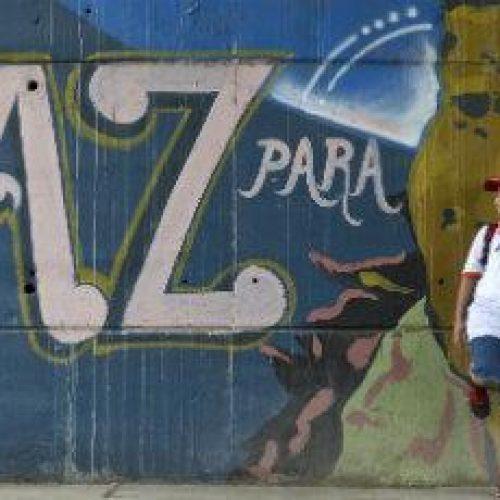 Paz na Colômbia depende de acesso à terra, diz Nobel de Economia