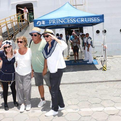 Prefeitura recepciona dois mil turistas de cruzeiros nesta sexta-feira