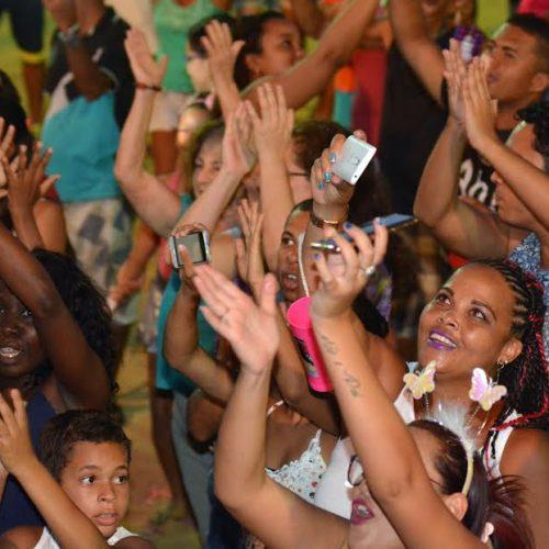 Programação infantil leva multidão ao Carnaval nos Bairros