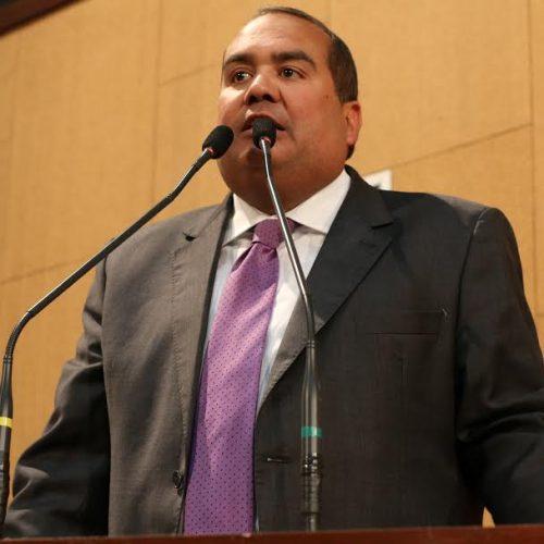 Sandro quer reserva de vagas de estágio para alunos da rede pública estadual