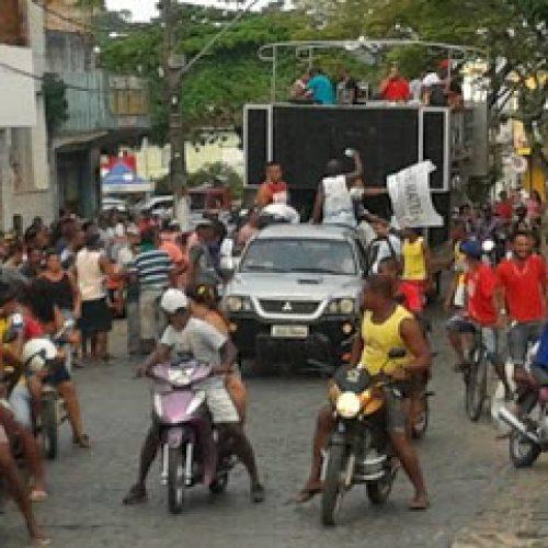 Ubaitaba: Vereador desfila em carro aberto após deixar a prisão