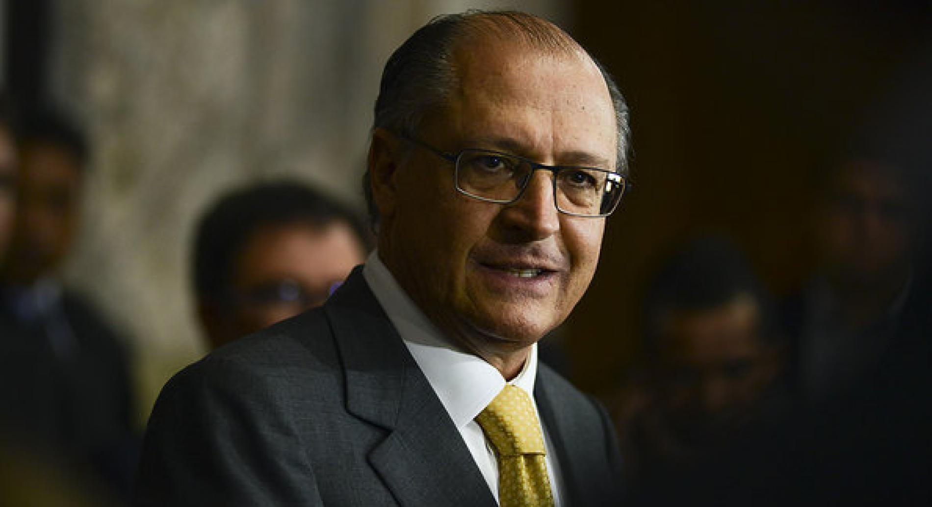 """Geraldo Alckmin alfineta João Doria e diz que o novo na política """"é falar a verdade e olhar nos olhos"""""""