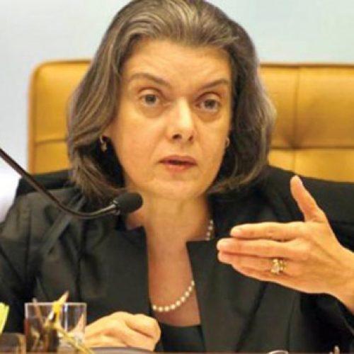 Cármen Lúcia mantém sessão do STF na quinta e diz que não houve pedido de Mendes