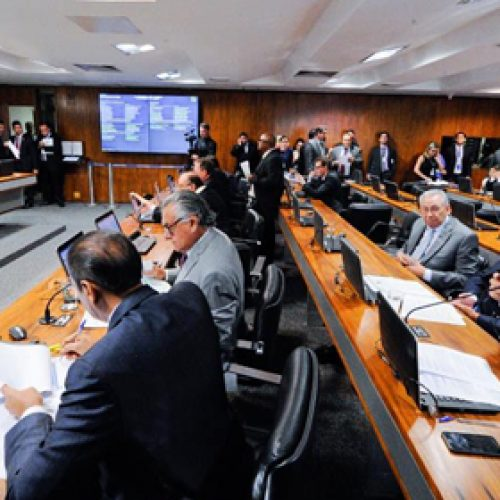 CCJ do Senado começa a discutir lei de abuso de autoridade