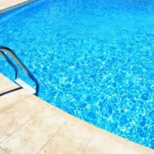 Porto Seguro: Criança de 2 anos morre afogada em piscina de casa alugada para carnaval