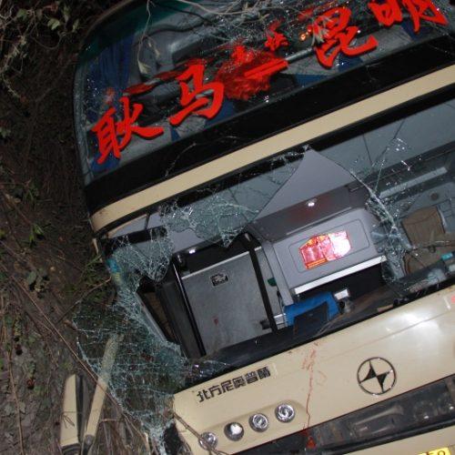 Dez mortos e 38 feridos em acidente de ônibus na China