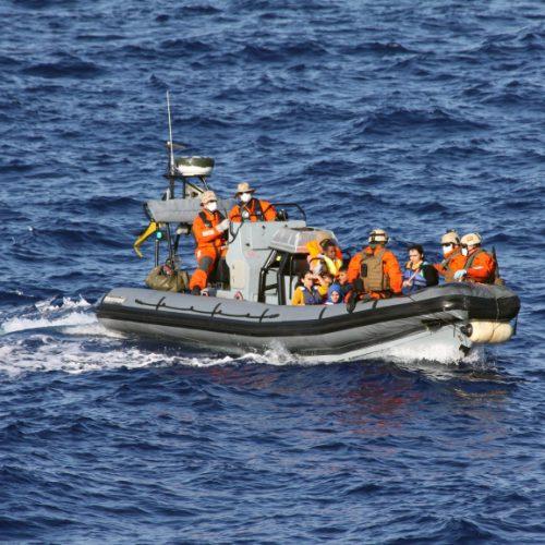 Guarda Costeira da Itália resgata 1,1 mil imigrantes no Mar Mediterrâneo