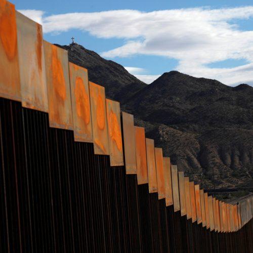 México critica empresas que podem contribuir com muro na fronteira com os EUA