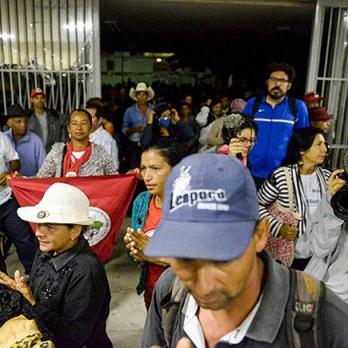 Ministério da Fazenda é invadido em ato contra reforma da Previdência