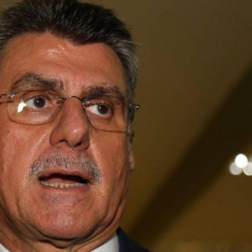 Líder do governo, Jucá assina documento de apoio a Renan Calheiros