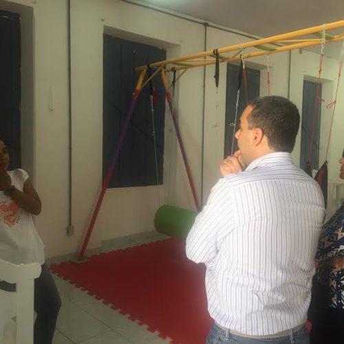 Vereador Cezar Leite visita ONG Abraço a Microcefalia