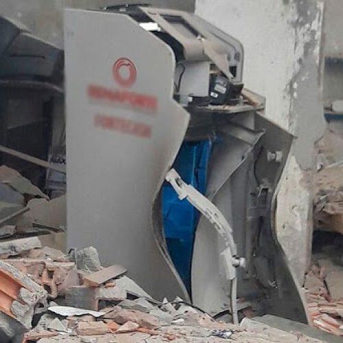 Cofre é explodido dentro de posto de gasolina na BR-324