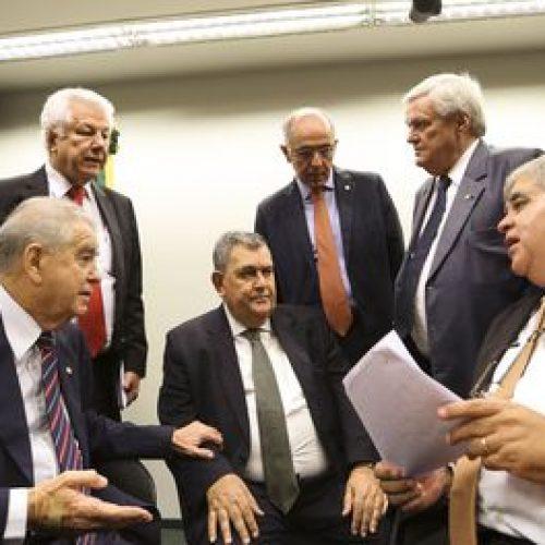 Comissão adia para quarta-feira votação do parecer da reforma da Previdência