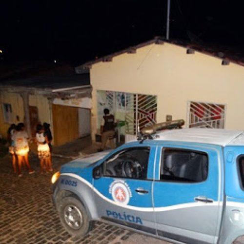 Homem atira na mulher e no enteado de 16 anos em Barra do Rocha