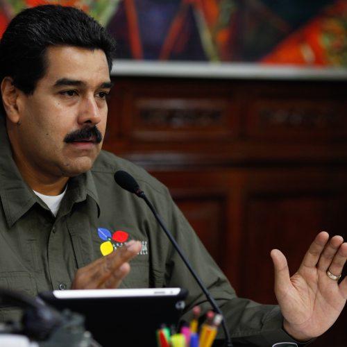Nicolás Maduro assina decreto com proposta para eleger Assembleia Constituinte