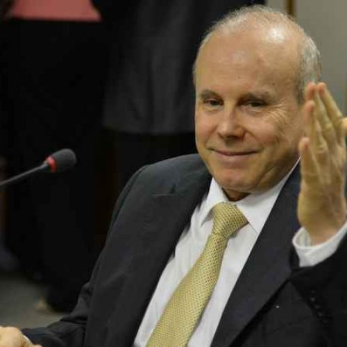 Mantega chega para depor na ação contra a chapa Dilma-Temer