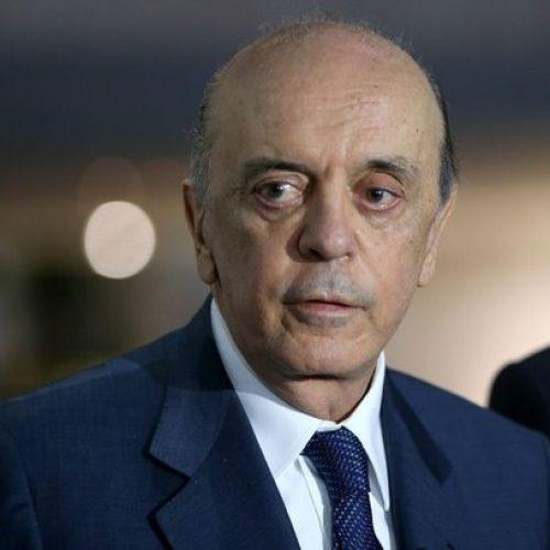 Senador José Serra continua internado em São Paulo