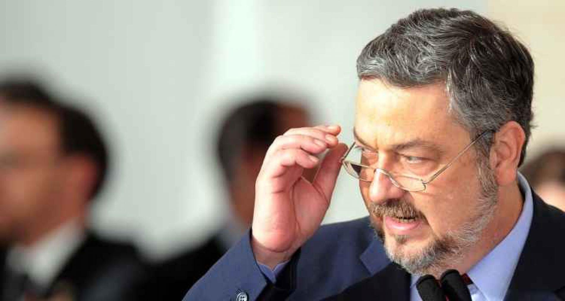 """Palocci diz em carta ao PT que viu Lula """"sucumbir ao pior da política"""""""