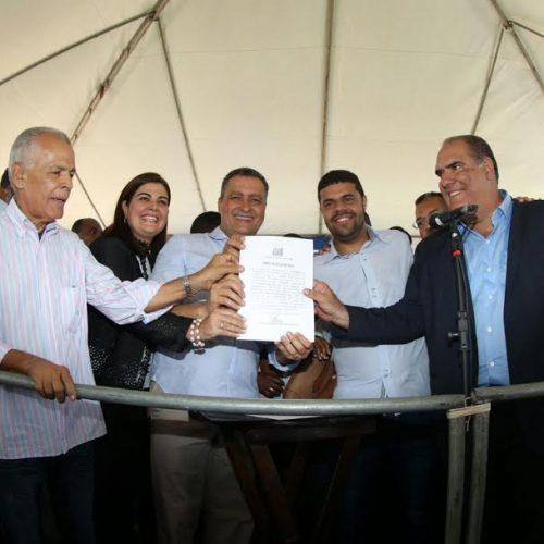 """""""Esse equipamento vai fortalecer a prevenção da saúde"""", diz Rui ao autorizar policlínica em Valença"""