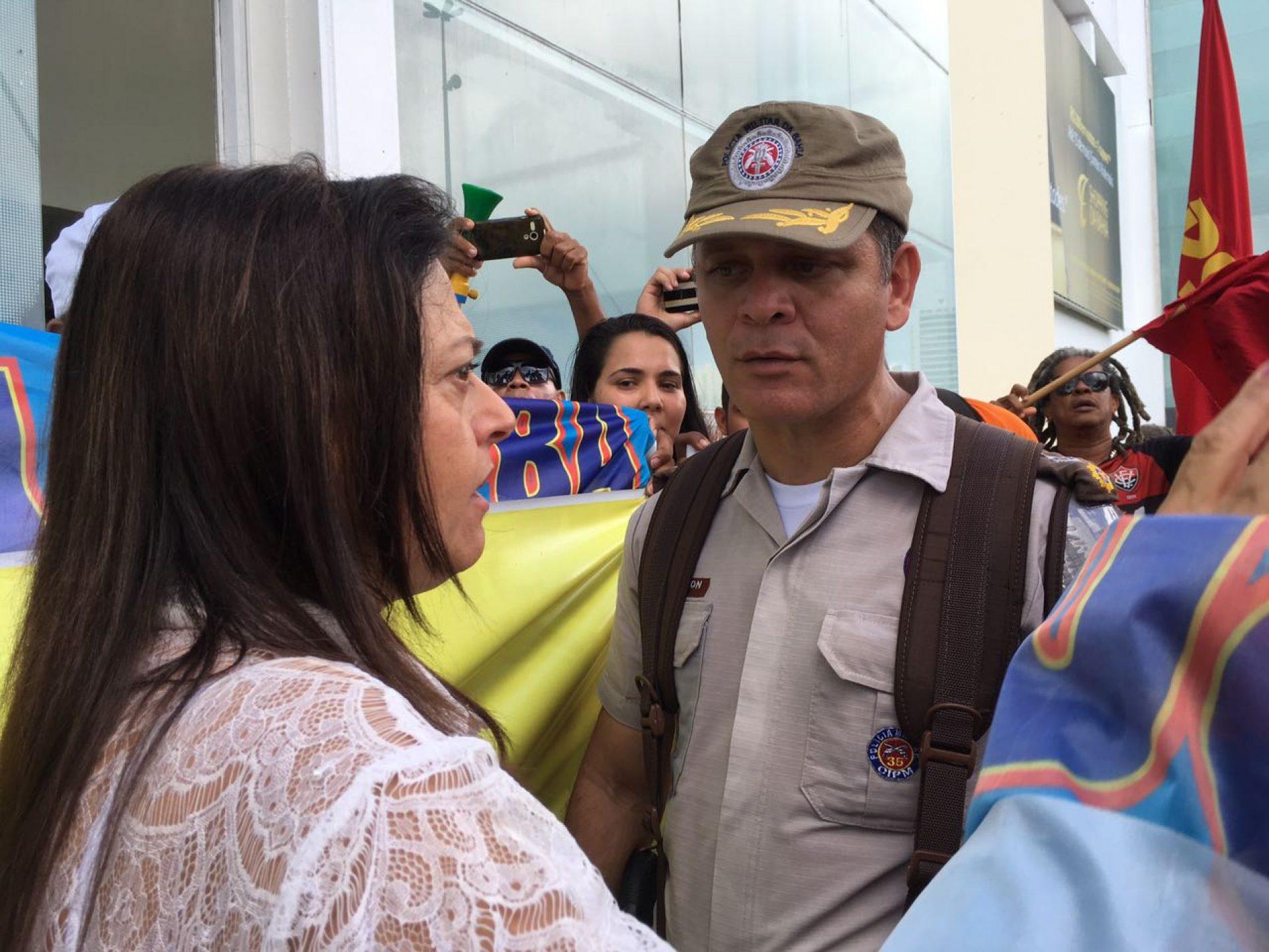 """""""Esta é a reforma mais cruel da história do Brasil"""", diz Alice em manifestação sobre a reforma da Previdência"""