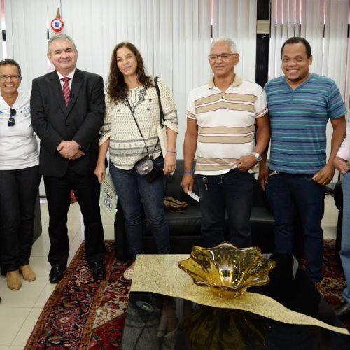Angelo Coronel recebe comissão da Federação  dos Trabalhadores Públicos do Estado da Bahia
