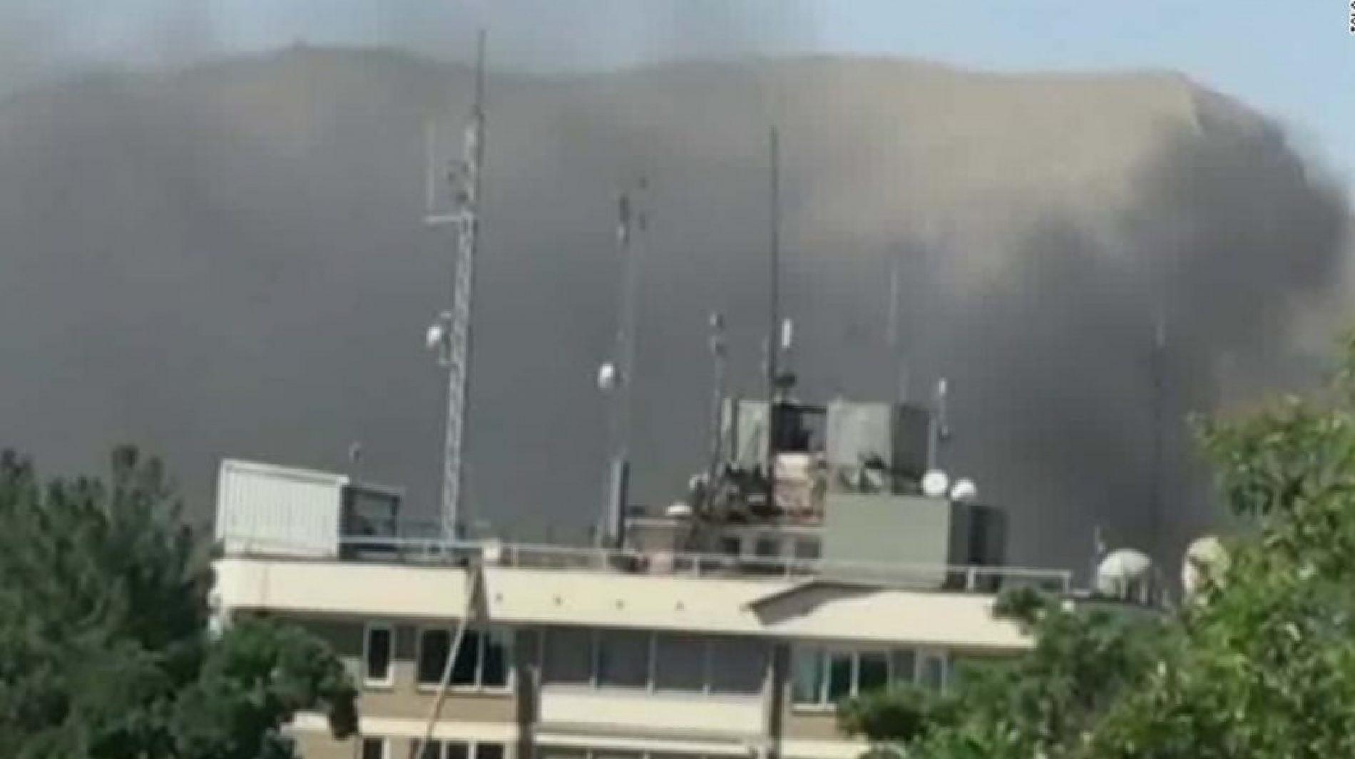 Carro-bomba mata dezenas de pessoas em área das embaixadas em Cabul